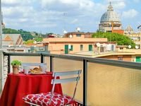 Apartment is absolutely beautiful with that unbelievable view of St Peters dome