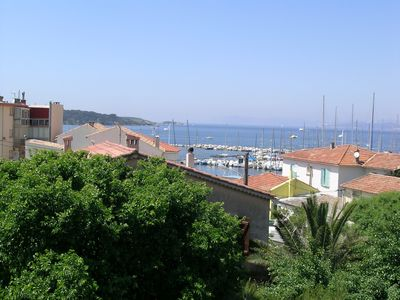Photo for Beau T1 duplex facing the sea and the bay of Sanary