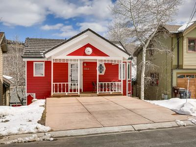 Photo for Darling downtown home w/ private hot tub - walk to lifts/Main Street!