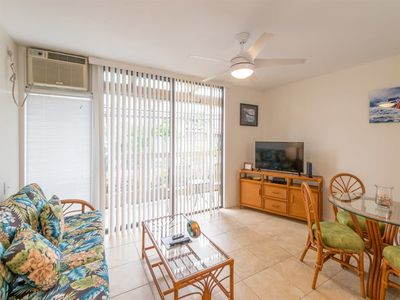 Photo for Island Ease! Enjoy Kitchen, Laundry, AC, WiFi, Flat Screen and Lanai–Kona Bali Kai 142