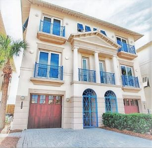 Gulf Front, Splash Pool, BBQ Grill, PET Friendly, and Private Beach Access