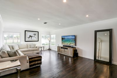 Amazing Living room area, excellent for families or friends gatherings!