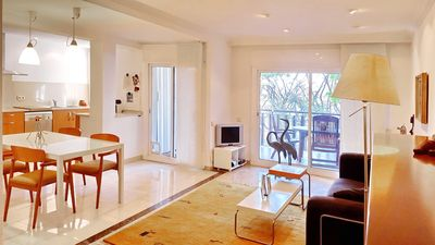 Photo for Spacious and bright facing the sea at 30 minutes Barcelona