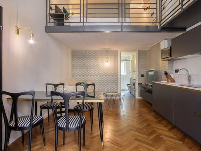 Photo for Modern apartment in the heart of the city - walk to dining, shopping & sights!