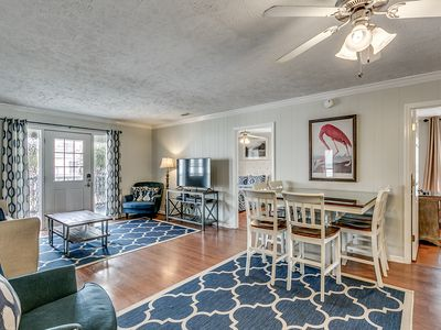 LUX CHANNEL HOME, THE OASIS, PRIVATE POOL, WATER FRONT, PET FRIENDLY