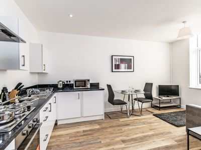Photo for Apt 21 City Suites - 1 bed -  a chester that sleeps 4 guests  in 1 bedroom