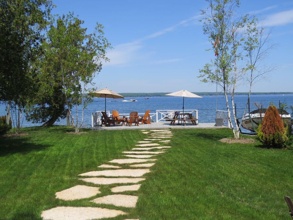 rooms stunning cottages rent with ontario s rentals paradise year burk round for ultimate cottage privacy in barrie falls canada