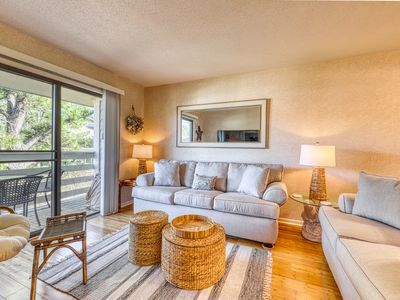 Photo for Relaxing condo with private balcony, shared pool, & tennis - close to the beach!