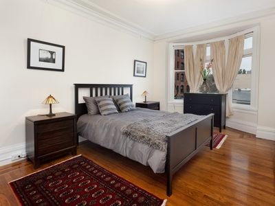 Photo for One Bedroom Apartment With View In Classic Nob Hill Location