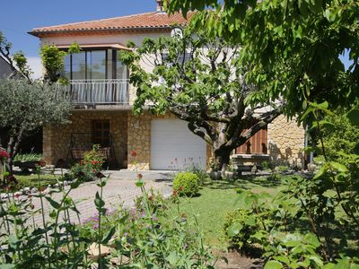 Photo for Villa 100m2 with enclosed garden and quiet trees close to the city center