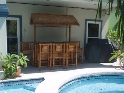 Tiki bar  and gas grill at the pool area