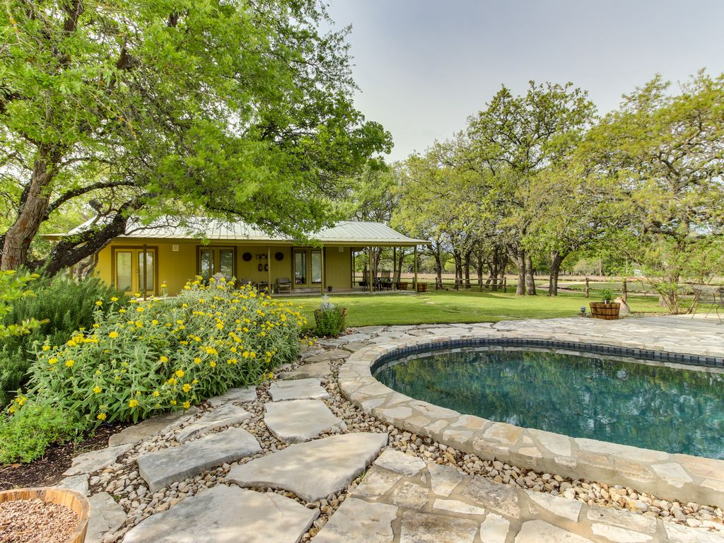 Dog Friendly Cottage W Landscaped Yard Private Pool Hot Tub Outdoor Bar Doss
