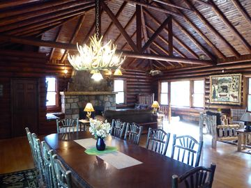 MUST SEE - Beautiful Lakefront Log Cabin / Lodge on a Private Peninsula!