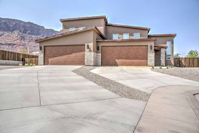 This unbeatable location sets you only 10 miles from Arches National Park!