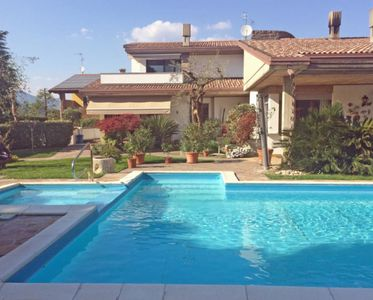 Photo for Apartment with pool and terrace located on the outskirts