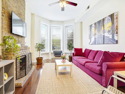 Photo for BRIGHT & SUNNY 2BR/2BA IN LINCOLN PARK, CHICAGO