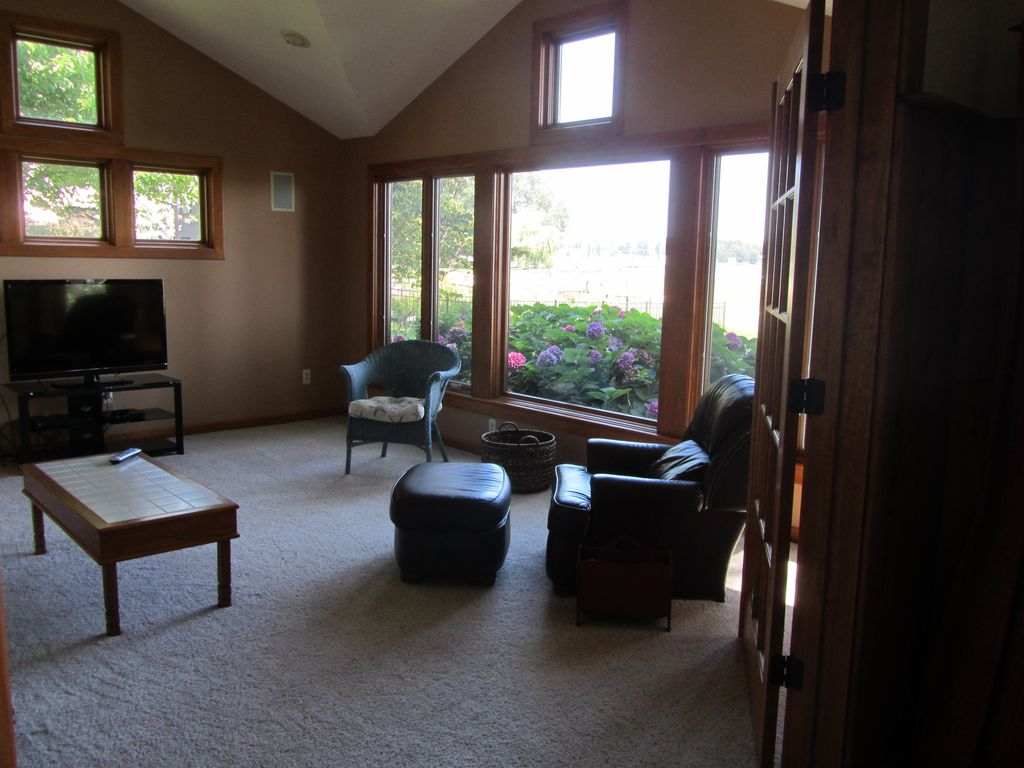 Beautiful 4 bedroom home on lake macatawa near lake for 7 bedroom house for rent in michigan