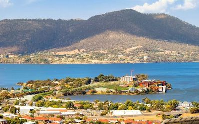 Photo for Modern apartment - Views of Mona and a 5 min Drive away - Sleeps up to 10
