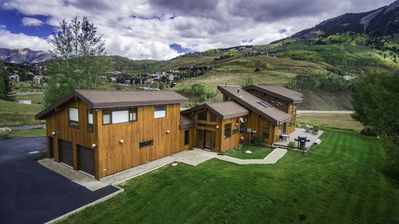 Photo for Conveniently Located Spacious Home w/ Majestic Views. July 24-28 Available!