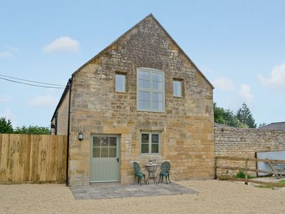 Photo for 1 bedroom accommodation in Bourton-on-the-Hill, near Moreton-in-Marsh