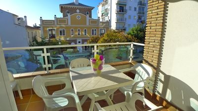 Photo for Modern Town Centre Apartment With A/C, Shared Pool & Free WIFI