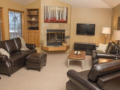 Photo for 8 SHARC Passes*WiFi*Mall Close*Hot Tub*Bicycles*Lovely Home!