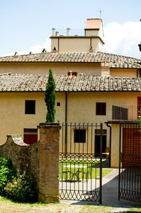 "Photo for ""Le Rose"" country apartment in a wine and oil estate - Chianti Tuscany"