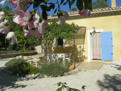 Photo for Provencal cottage with pool located near the village of Roussilon