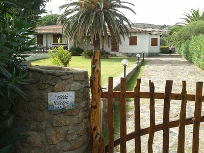 Photo for Detached villa with large garden and pool 50 meters from the sea