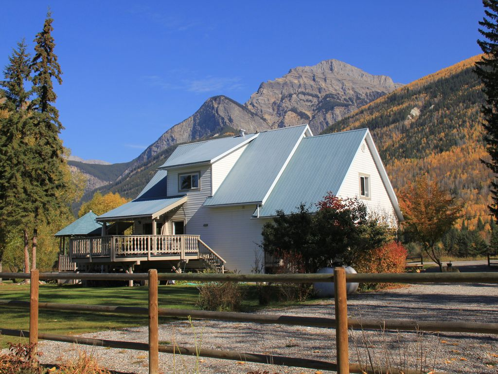 Bear Paw Lodge - A Mountain Retreat Near To Golden & Kicking Horse.