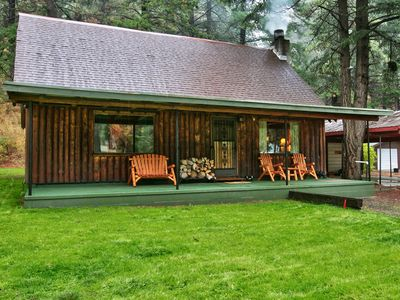 Photo for Luxurious log cabin getaway at White Pass
