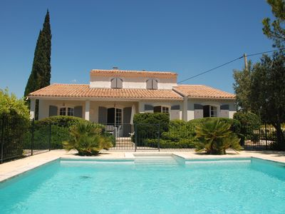 Photo for Provence ideally located in the middle of vineyards, single storey villa 8 pers.