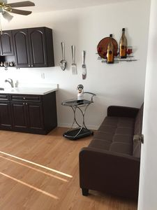 Photo for Cozy 1 bedroom in a safe neighborhood. Close to downtown and beach.