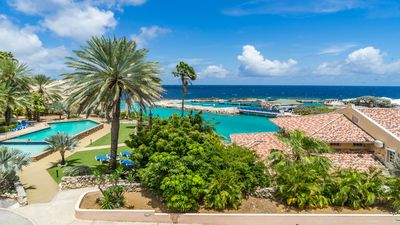 3 BR corner condo overlooking the dolphin pans. Breathtaking view, walk to Mambo