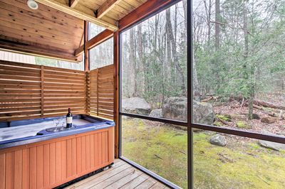 New Cabin Bordering Smoky Mountain National Park White
