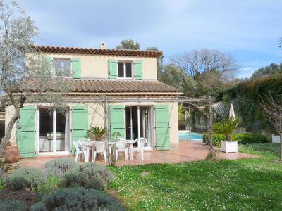 Photo for Pretty Villa Provençale independent, quiet and bright with pool and garden