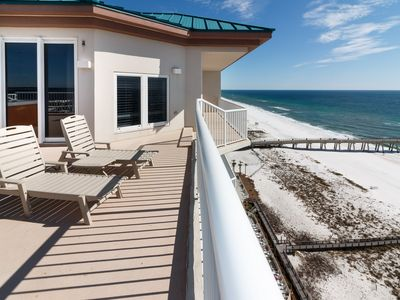 Photo for Beautiful Condo, Free beach chairs and umbrella, On-site pool and hot tub, Beach-front