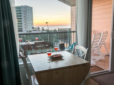 Photo for Top-floor Sunrise Ocean & Pool View! 2 pools/Hot tub. Leather!