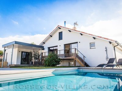Photo for CHICAMA House 14 pers with heated pool and beach walk