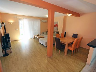 Photo for Apartment in the center of Makarska with Parking, Internet, Air conditioning, Terrace (114605)