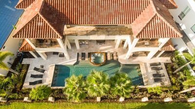 LUXURY IS WATING FOR YOU WITH INCREDIBLE OUTDOOR LIVING SPACE HUGE COVERED LANAI