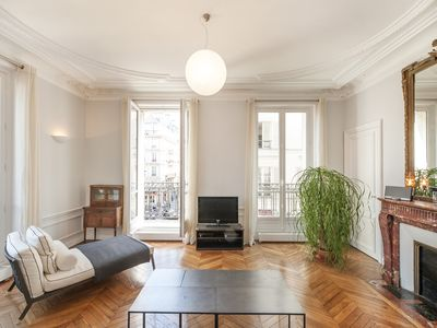 Photo for Charming & spacious 2BD/2BTH facing the Marché St-Germain in the 6th