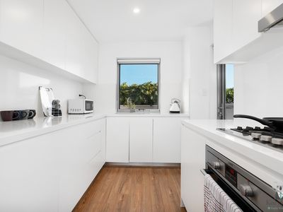 Photo for Rosebery Free Parking+Own Rooftop Terrace | 3 Beds