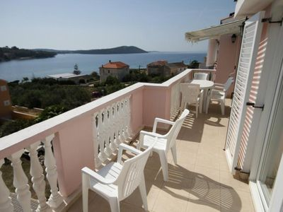 Photo for Two bedroom apartment with terrace and sea view Cove Soline, Dugi otok (A-448-h)