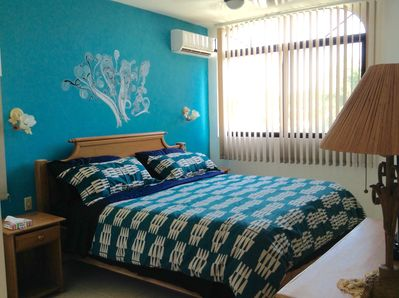 King size ben with ensuite. Air conditioning ceiling fan and TV.