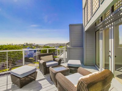 Luxury Townhouse, Amazing Views, Pool, Spa, Garage & AC!