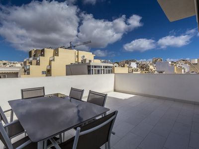 Photo for Spacious Carlo Manche apartment in Malta with WiFi, integrated air conditioning, private roof terra…