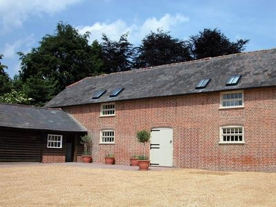 Photo for THE TALLET, pet friendly in Fordingbridge, Ref 988899