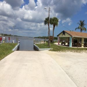 Private boat ramp and park at end of street that Is minutes from Stuart Inlet.