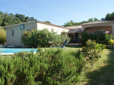 Photo for Villa on one level with pool near Uzès